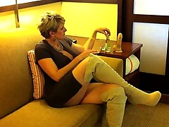 Racquel Devonshire Licks Her Own Cum off her New Toy
