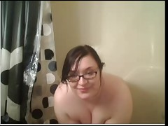 Pawg BBW showers on cam. Juicy AZZ!