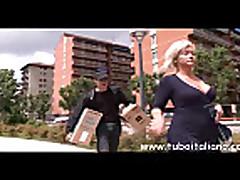 Italian Wife Cuckolds Hubby Moglie