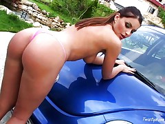 Hot babe masturbates in car 1