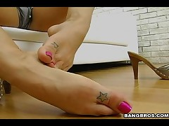 Roxy Deville - Magical Feet Roxys - Devillish Foot Job