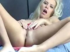 Jenny Balond rubs one out
